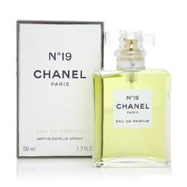 Chanel - No.19 Poudre